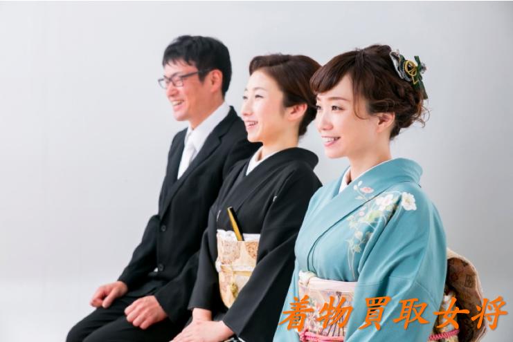 結婚式に訪問着を着て参加する親族や友人