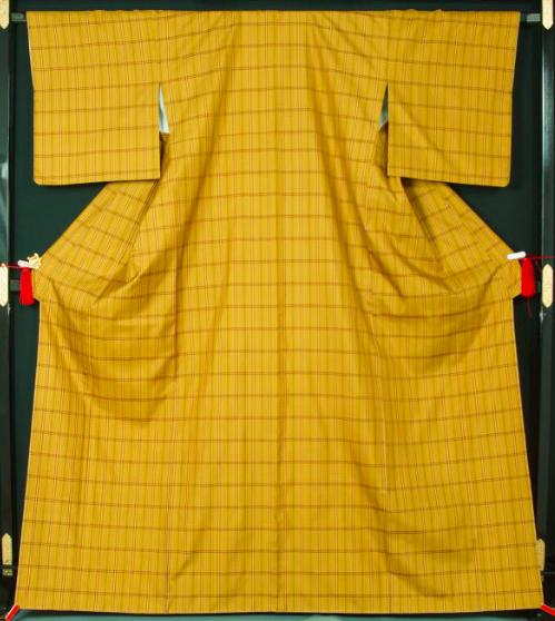 黄八丈とは、八丈島で作られた草木染めの絹着物