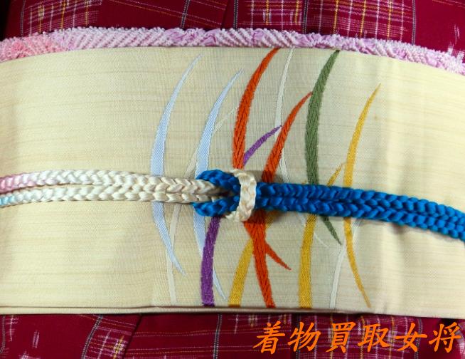 色無地の帯は袋帯や名古屋帯、半幅帯