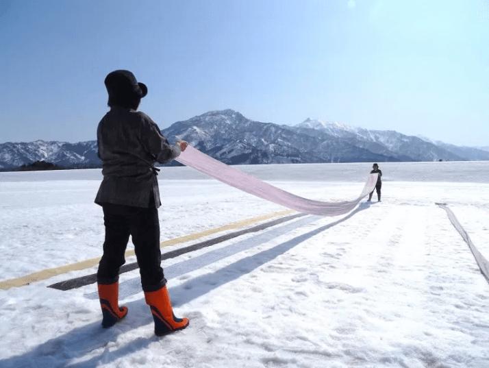 越後上布の重要技法「雪さらし」