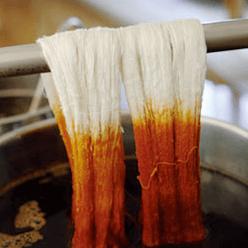 牛首紬の2種類の染め方