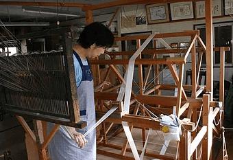 牛首紬は全ての工程を一貫作業で行う精緻な作り方