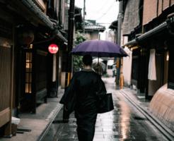 【京友禅とは?】着物の特徴や値段相場、有名作家や落款などを解説!